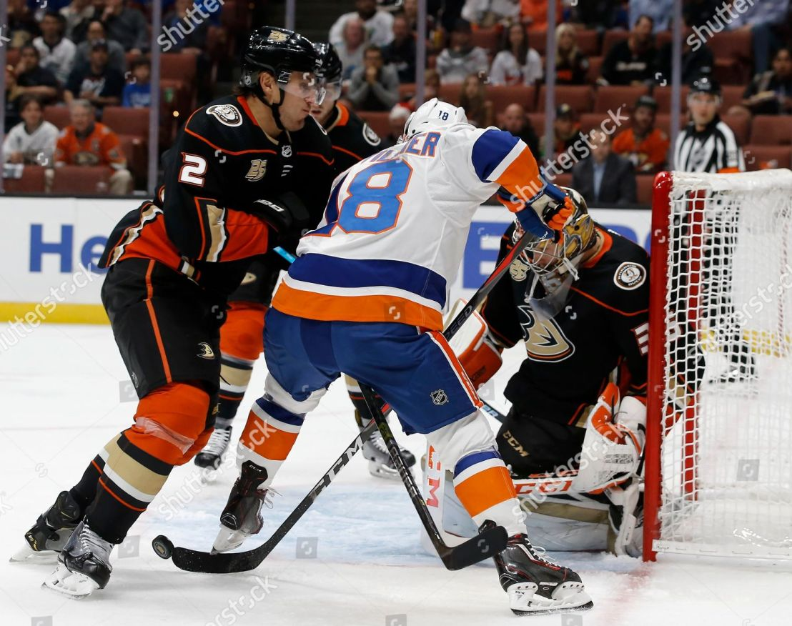 islanders-ducks-hockey-anaheim-usa-shutterstock-editorial-9936606e.jpg