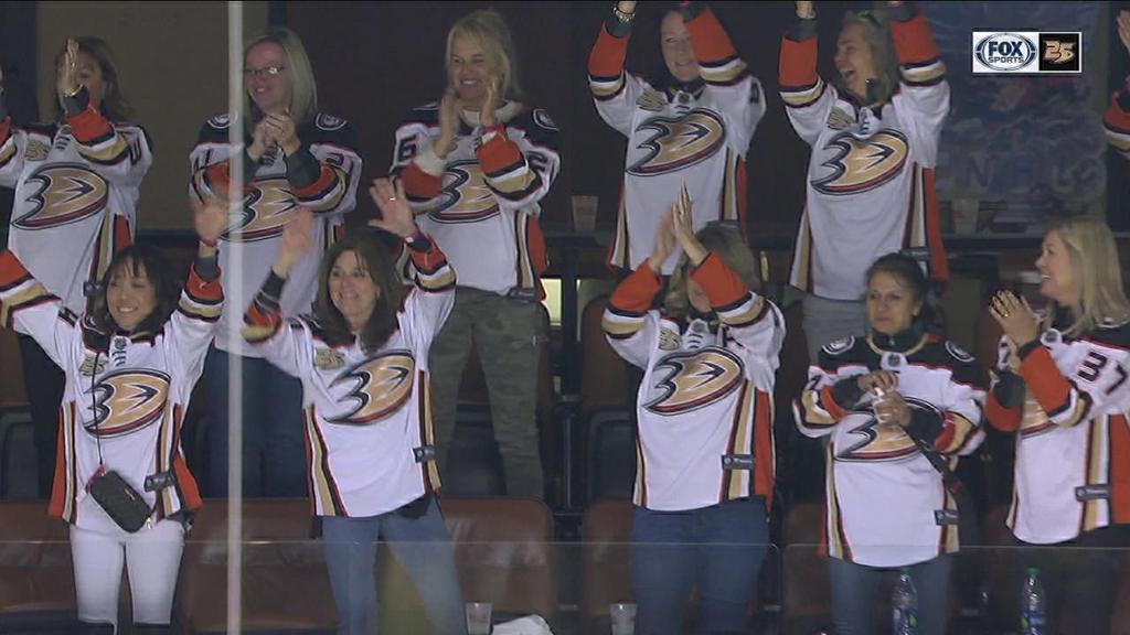 Ducks salute Moms-NHL